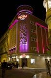 硬石餐厅大厦在晚上 图库摄影