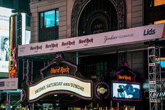 硬石餐厅时代广场在夜纽约美国地平线25之前 05 2014年 免版税库存照片