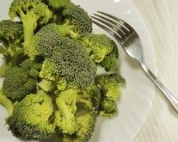 硬花甘蓝新鲜在板材叉子,健康食物,部分饮食 免版税图库摄影