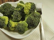 硬花甘蓝新鲜在板材叉子,健康食物,饮食 免版税库存图片