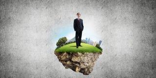 确信的上司和现代城市作为eco的概念绿化建筑 免版税库存照片