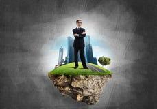 确信的上司和现代城市作为eco的概念绿化建筑 库存图片