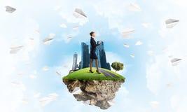 确信的夫人上司和现代城市作为eco的概念绿化建筑 库存图片