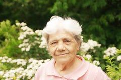 确信的老妇人 免版税库存图片