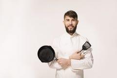 确信的主厨 白色一致的kee的快乐的年轻非洲厨师 免版税库存照片