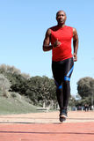确信的年轻非洲体育在公园供以人员赛跑 免版税库存图片