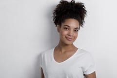 确信的年轻非洲妇女画象  免版税库存照片