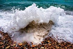 碎波在多弗-在多弗,肯特,英国附近的Samphire锄 图库摄影