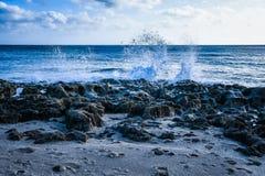 碎波溅泼的海景  免版税图库摄影