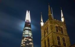 碎片和Southwark大教堂在夜之前 免版税库存照片