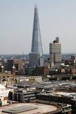 碎片和Southwark桥梁在伦敦,英国 库存照片