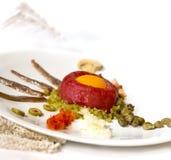 碎牛肉洋葱鸡蛋混合菜 免版税图库摄影