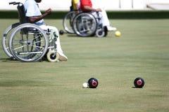 碗主持残疾草坪人人员轮子 库存照片