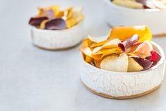 碗从菜芯片的健康快餐 库存图片
