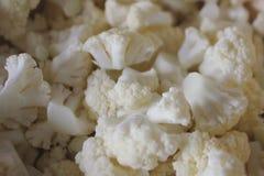 碗健康新鲜的蒸的白色花椰菜 库存图片