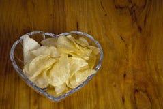 碗切削不健康的土豆 免版税库存照片