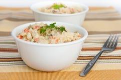 碗叉子土豆沙拉二 库存照片