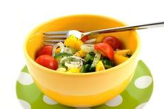 碗叉子沙拉蔬菜黄色 免版税图库摄影