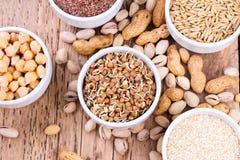 碗各种各样的豆类和种子 图库摄影