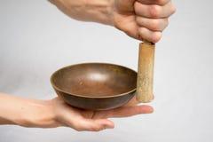 碗唱歌的藏语 免版税库存照片