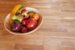 碗在显示的木果子 免版税图库摄影