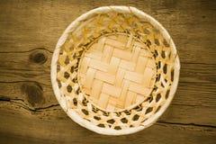 碗在木桌上的曲奇饼 免版税库存图片
