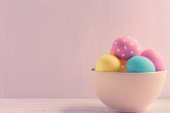 碗复活节彩蛋 库存图片