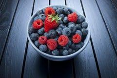 碗夏天莓果 库存照片
