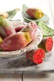 碗多刺果子的梨 免版税库存图片