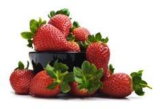 碗新鲜的健康草莓 免版税库存图片