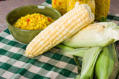 碗新鲜的玉米美味用玉米 免版税图库摄影