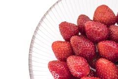 碗新鲜的玻璃草莓 免版税图库摄影