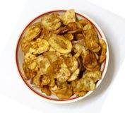 碗最近煮熟的香蕉切削准备好服务 免版税库存照片