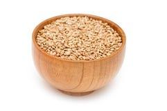 碗木谷物的麦子 图库摄影