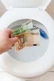 碗欧洲货币洗手间抛 库存照片
