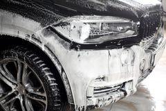 碗汽车推力增强的油替换服务 汽车高压的洗涤物 库存图片