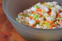 碗沙拉虾 免版税库存照片