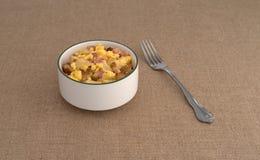 碗炒蛋用土豆和火腿 库存照片