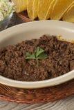 碗煮熟的绞细牛肉 库存图片