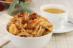 碗牛肉食物mein 库存图片