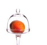 碗玻璃桃子 库存图片