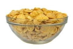 碗用在白色背景的玉米片 库存图片