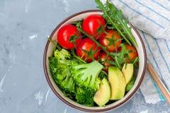 碗用简单的菜沙拉 免版税库存图片