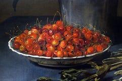 碗用野黑樱桃,葡萄酒图象 库存图片