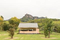 碗碟和厨房在Mahai露营地 免版税库存图片