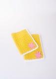 碗碟衬垫或鞋带位置字块在背景 免版税库存图片