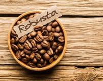 碗粗粒咖啡豆 免版税库存照片