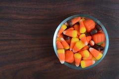 碗糖果剪报玉米万圣节图象查出路径 免版税库存照片