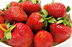 碗红色草莓 库存图片