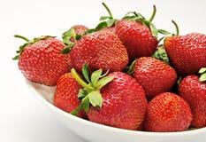 碗红色草莓 库存照片